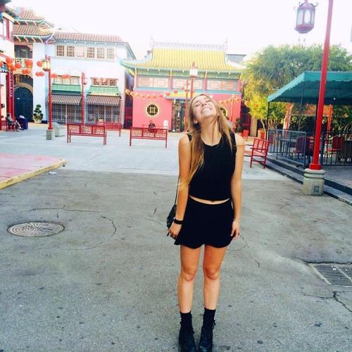 Caroline Clements's avatar