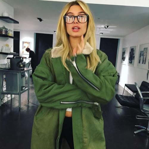 Alexandra Wolf's avatar