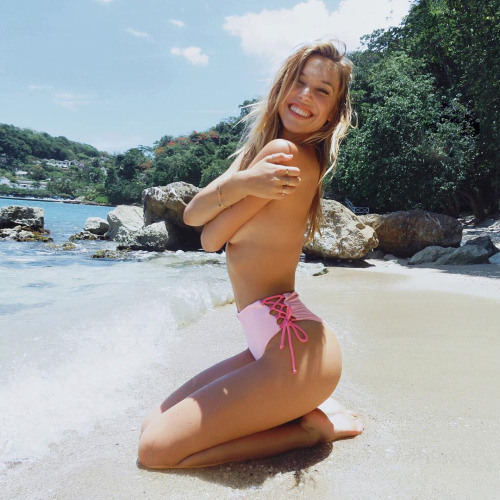 Zoe Maddox's avatar