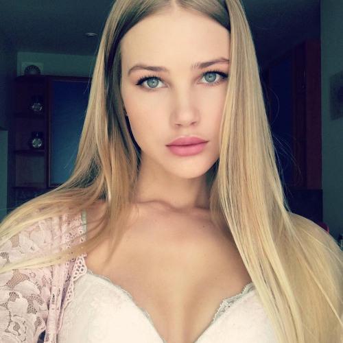 Aurora Lara's avatar