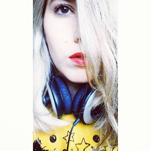 M I L U's avatar