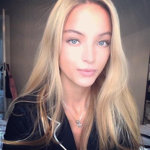Mia Davis's avatar