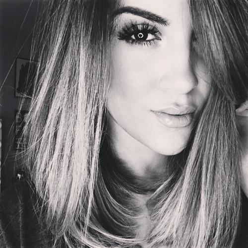 Angelina Benson's avatar
