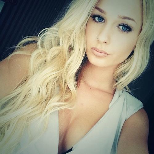 Alyssa Lloyd's avatar