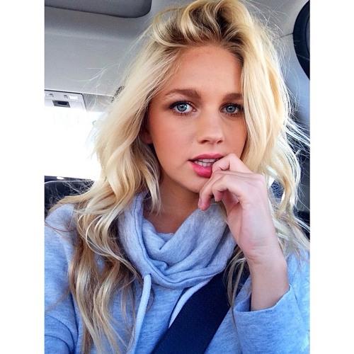 Ellie Newman's avatar