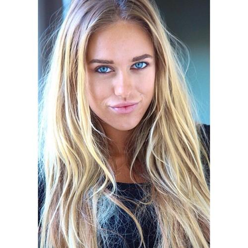 Lucy Whitney's avatar