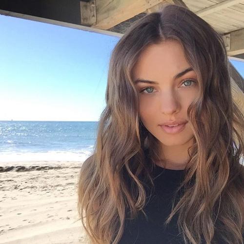 Samantha Moore's avatar