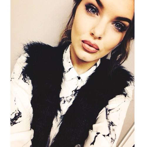 Zoe Castillo's avatar