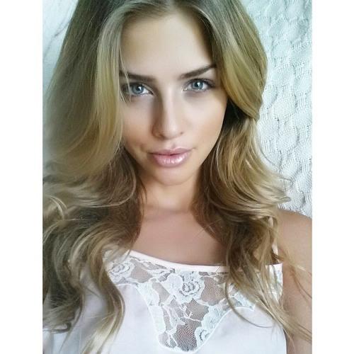 Zoe Hull's avatar