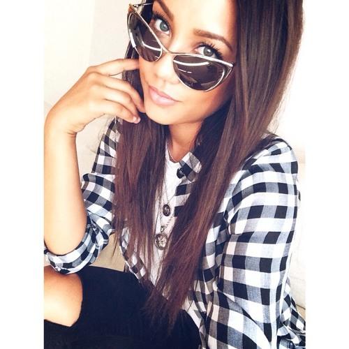 Crystal Lewis's avatar