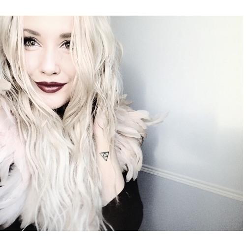 Ashley Roach's avatar