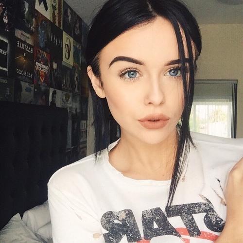 Lily Decker's avatar