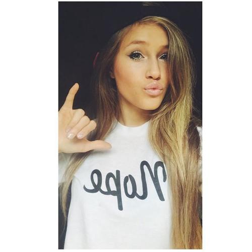 Angela Montes's avatar