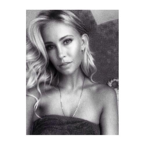 Caroline Delacruz's avatar