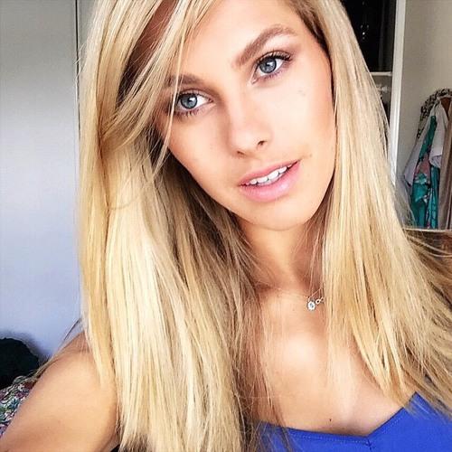 Ellie Lang's avatar