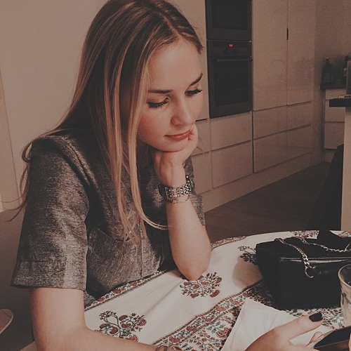 April Bentley's avatar