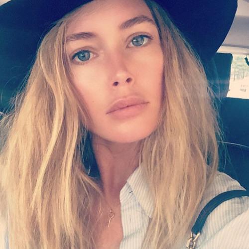 Mia Morrow's avatar