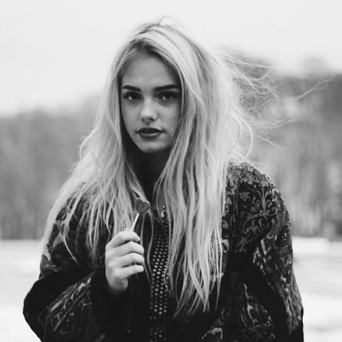 Nora Maxwell's avatar