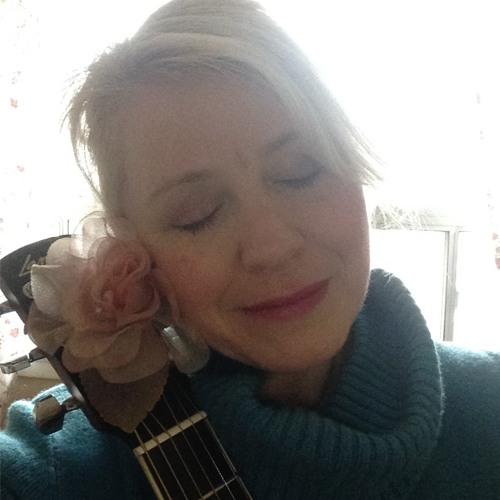 Rosslyn Picton's avatar