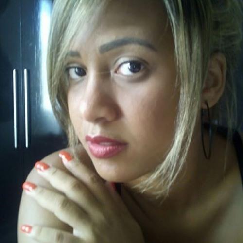 Monaliza Freitas's avatar