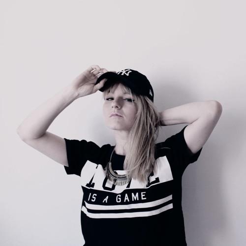 B.I.M (BLONDINETHEMIX)'s avatar