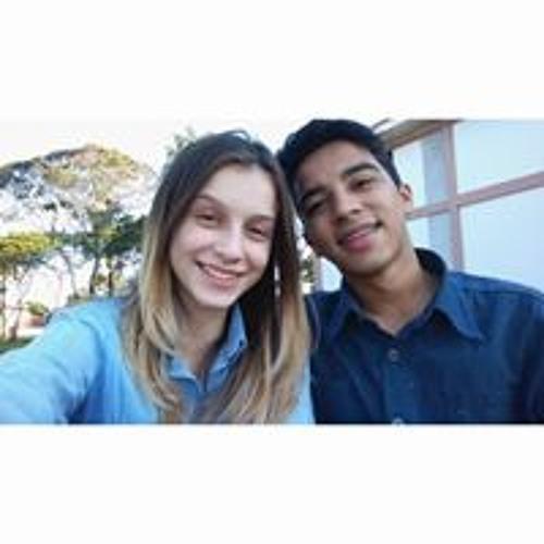 Caroline Moreira's avatar