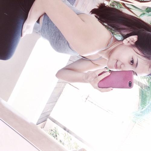 Helena Putri's avatar