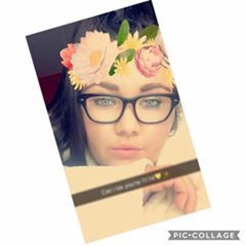 Chloe Lawrie's avatar