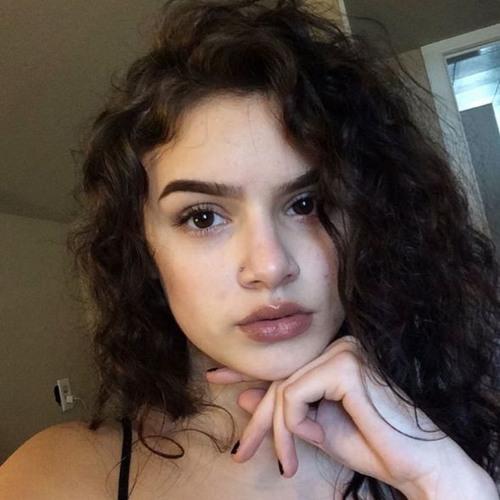Faisia White's avatar