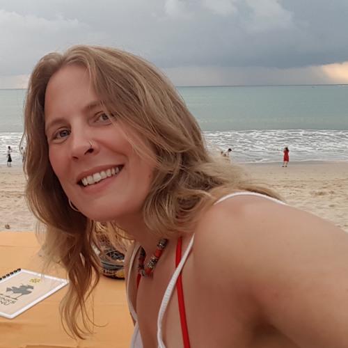 Angela Crossley's avatar
