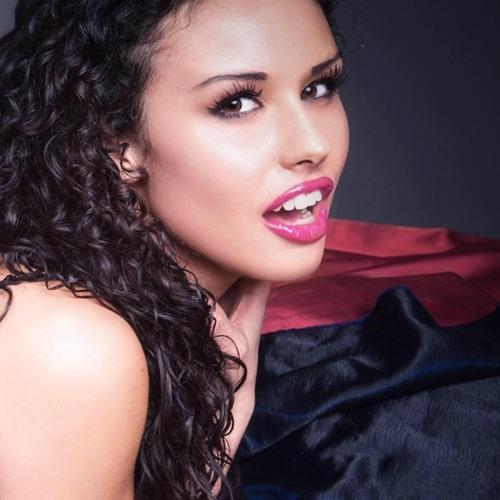 Vanessa Tavares's avatar