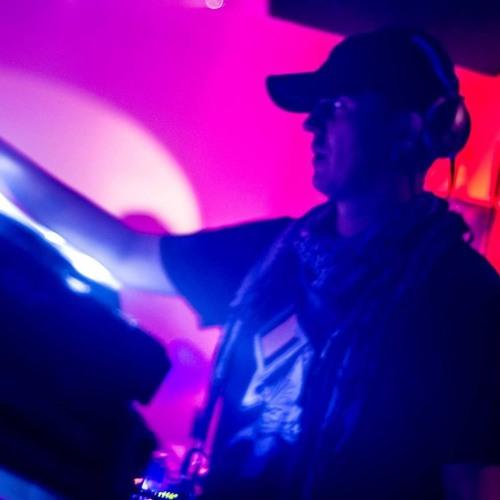 Eazy M's avatar