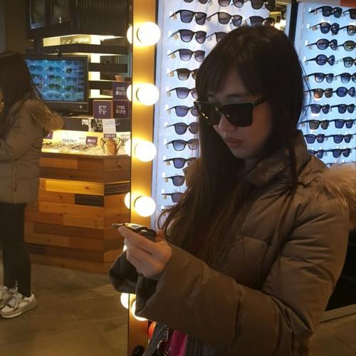 Lisa Son's avatar