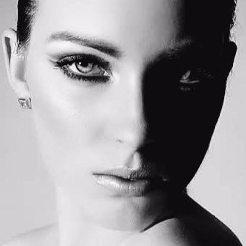 Eva Mad's avatar