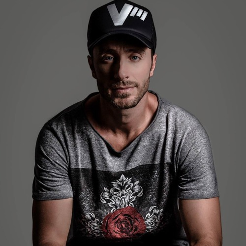 Viktor Mora's avatar