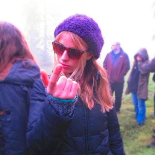 Tess L Lee's avatar