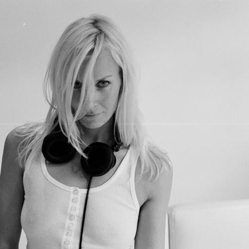 Lucy Arrowsmith's avatar