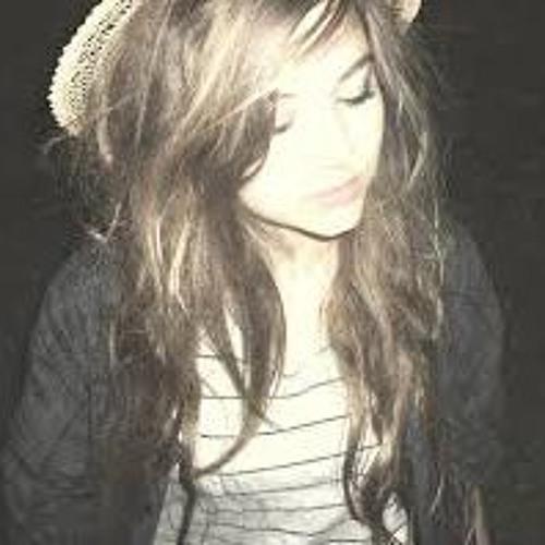 Leticia Vieira's avatar