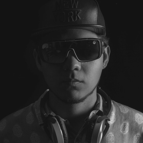 YEYO CALDERONE's avatar