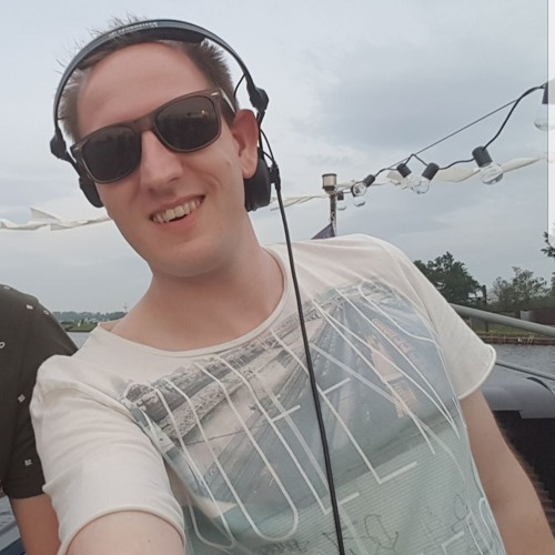 Michael Commu's avatar