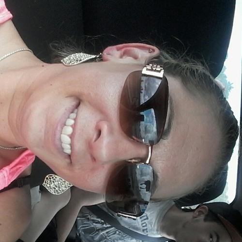 Renata's avatar