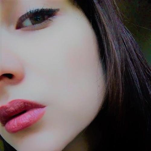 Roxanne Emine D's avatar