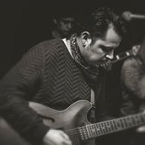 Luis Alvial's avatar