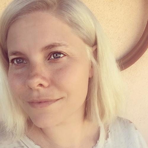 Essy Hart's avatar