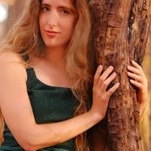 Becca Tracey's avatar