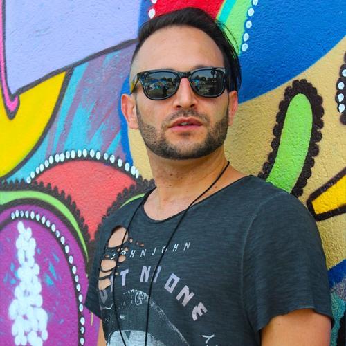Lukas Vega's avatar