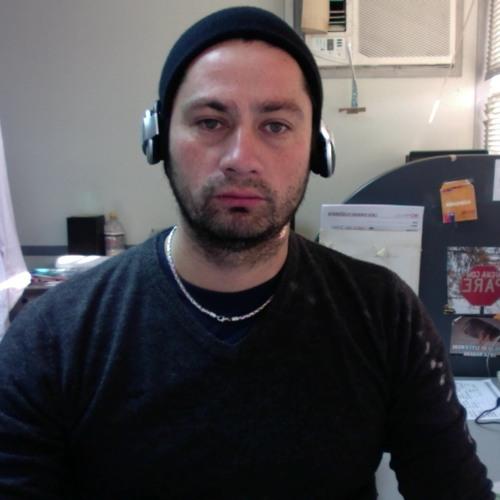 rodrigo aravena's avatar