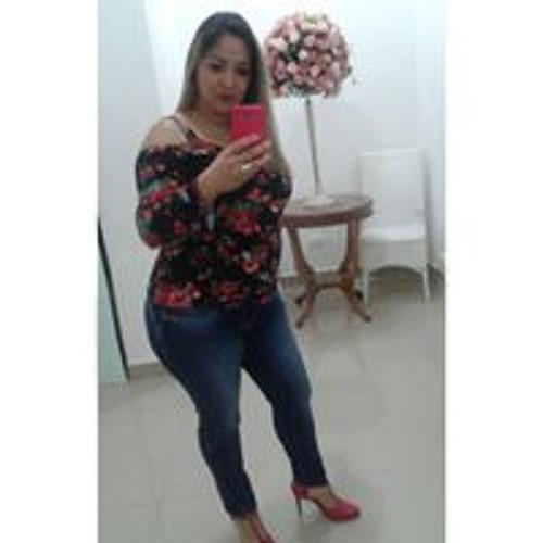 Adriana Trajano's avatar