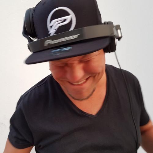 DJ San Sebastian's avatar