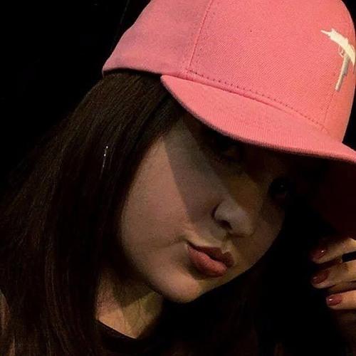 Lari Vargas's avatar